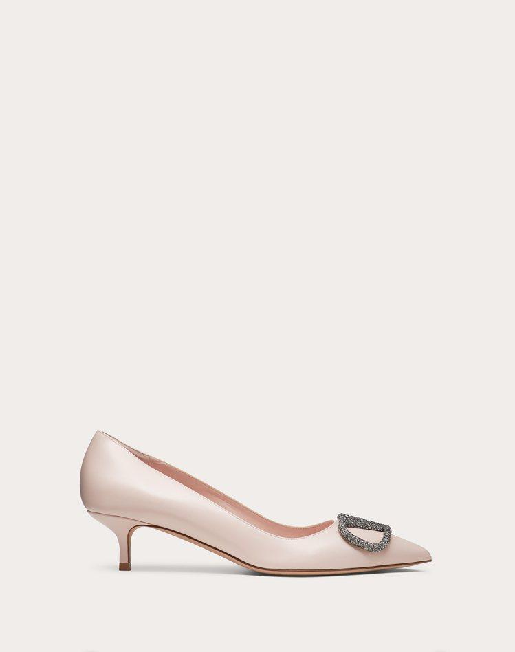 VLOGO貓跟鞋,43,600元。圖/Valentino提供