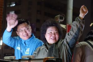 陳菊拚勁助選 今晚車隊掃街並發影片為綠爭取年輕選票