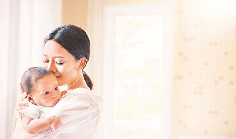媽媽在哺乳期間由於荷爾蒙的關係,性慾是下降的,所以會自然產生不想要跟先生「在一起...
