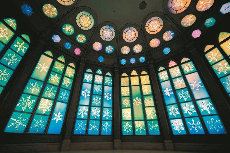 雪之美術館水晶房,展示了兩百多枚實景拍攝的雪的結晶。 Kyle Lo/攝影