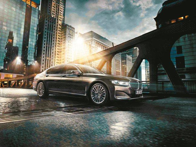 全方位定調頂級奢華,BMW以超凡造車工藝為層峰人士打造Luxury Class頂...