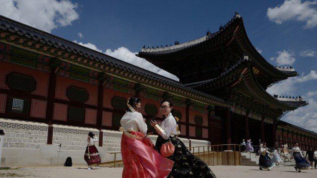 近年來韓劇在亞洲吹起一股旋風,吸引不少人到韓國自助旅行。 報系資料照