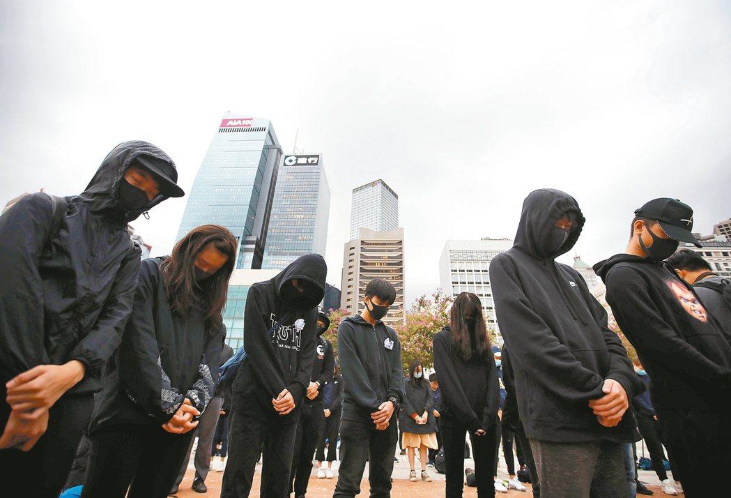 研究指出,香港去年9月至11月社會動盪期間,超過200萬名成年人出現創傷後壓力症...