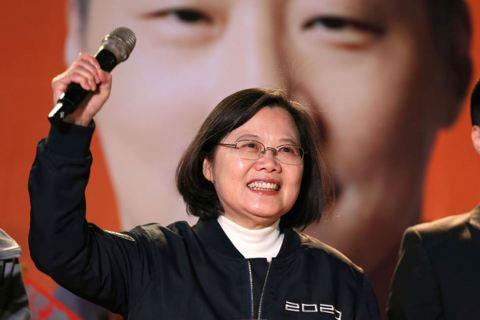 江湘霆/我們才在十里坡,不要以為破台了——寫在大選投票前