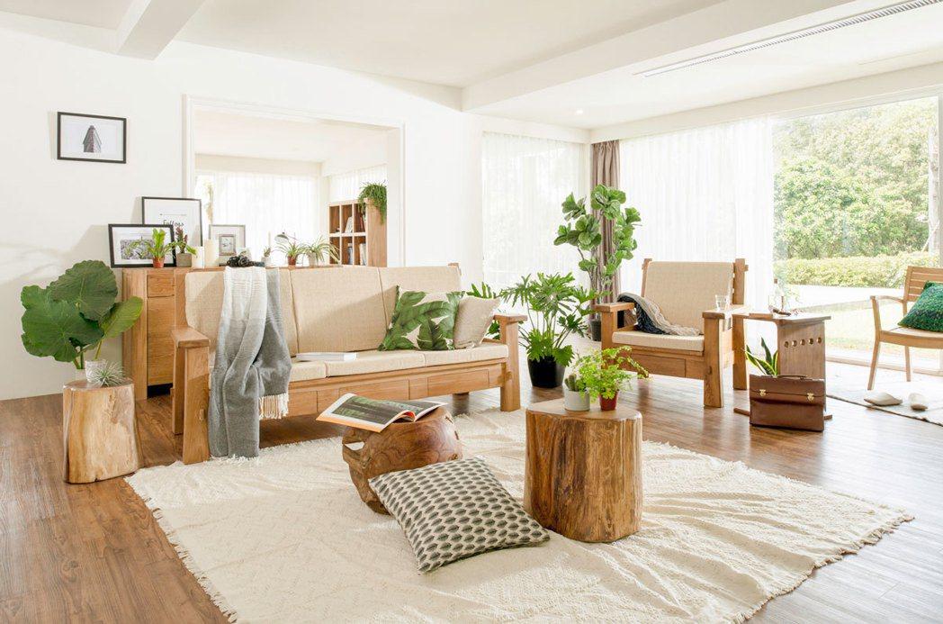 山林希選自印尼柚木製作家具,高含油量的特性讓養護更加輕鬆,定期清潔有效提升家具耐...
