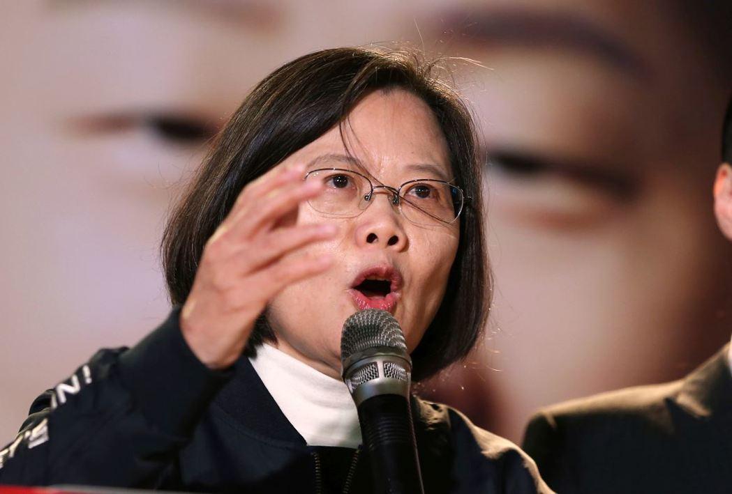 台灣人的投票權,並非天上掉下來的禮物,而是無數民主前輩在街頭打拚的結果。 圖/美聯社