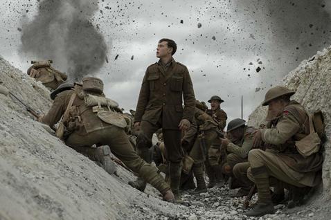 本文由微博博主「音影同萌」授權轉載2020年金球獎最佳劇情片《1917》究竟是怎樣一部神奇的電影,導演Sam Mendes也被評為本屆金球獎最佳導演。這部電影看起來非常連貫,也許是攝影師的長鏡頭拍攝...
