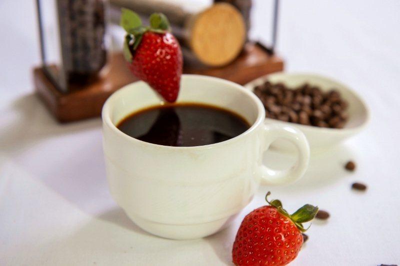 輕烘焙草莓風味咖啡。 台北凱撒/提供