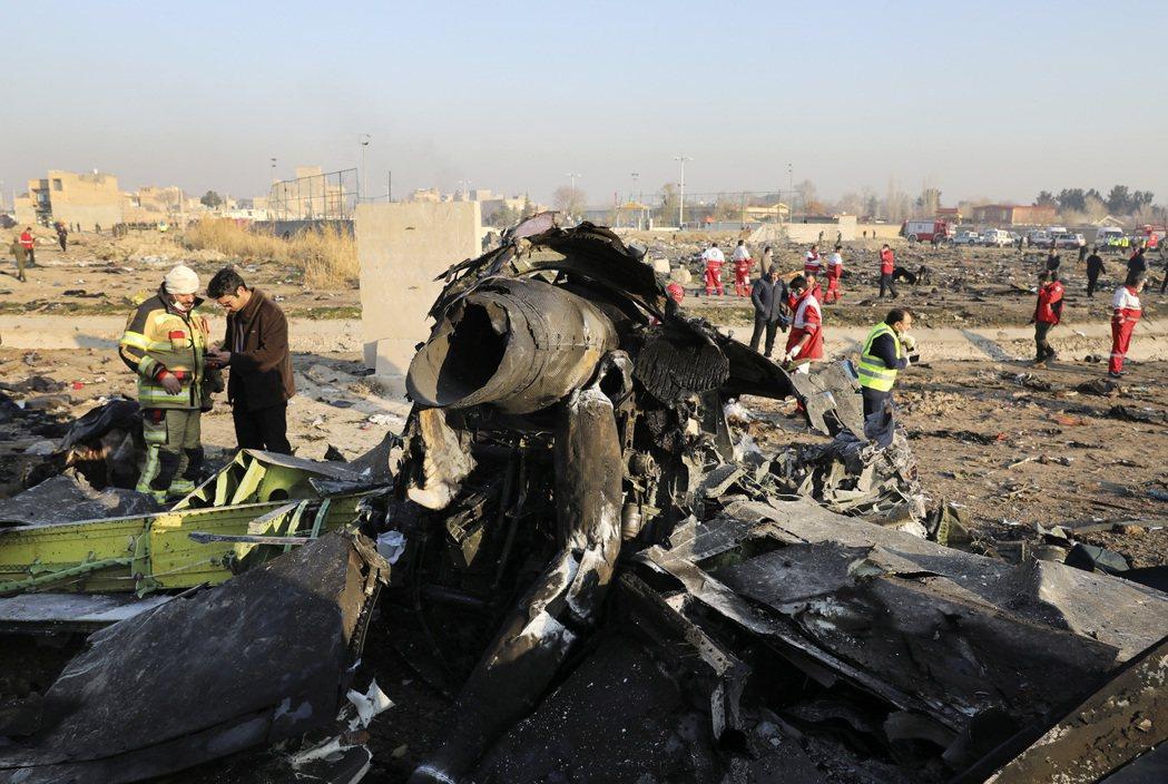 烏克蘭客機在伊朗失事原因,眾說紛紜。美聯社