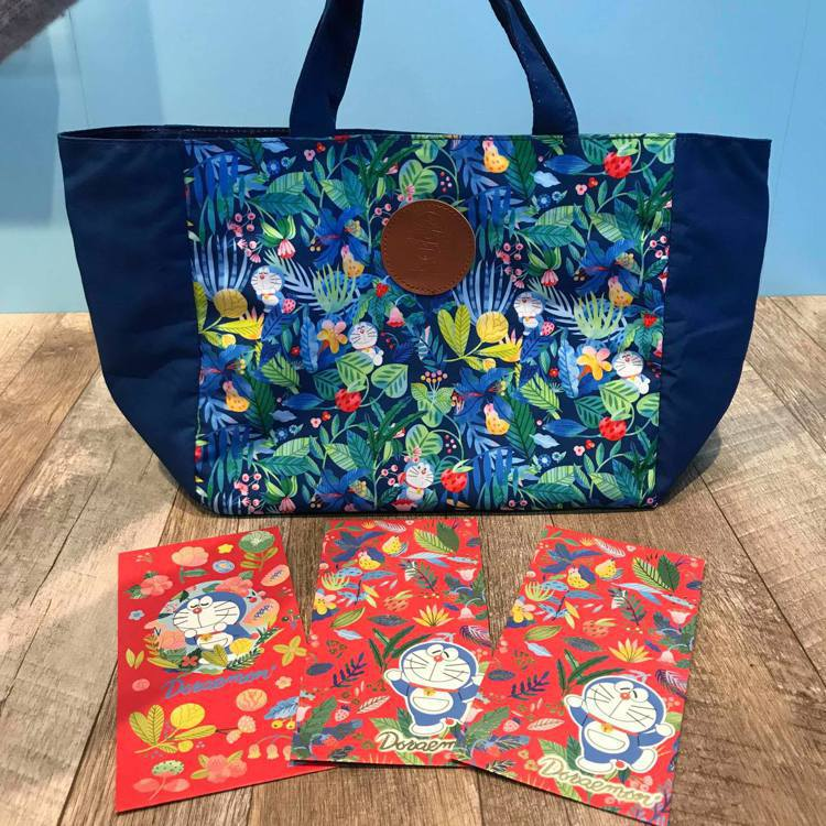 DORAEMON哆啦A夢雋永經典托特包附紅包袋,售價399元,7-ELEVEN於...