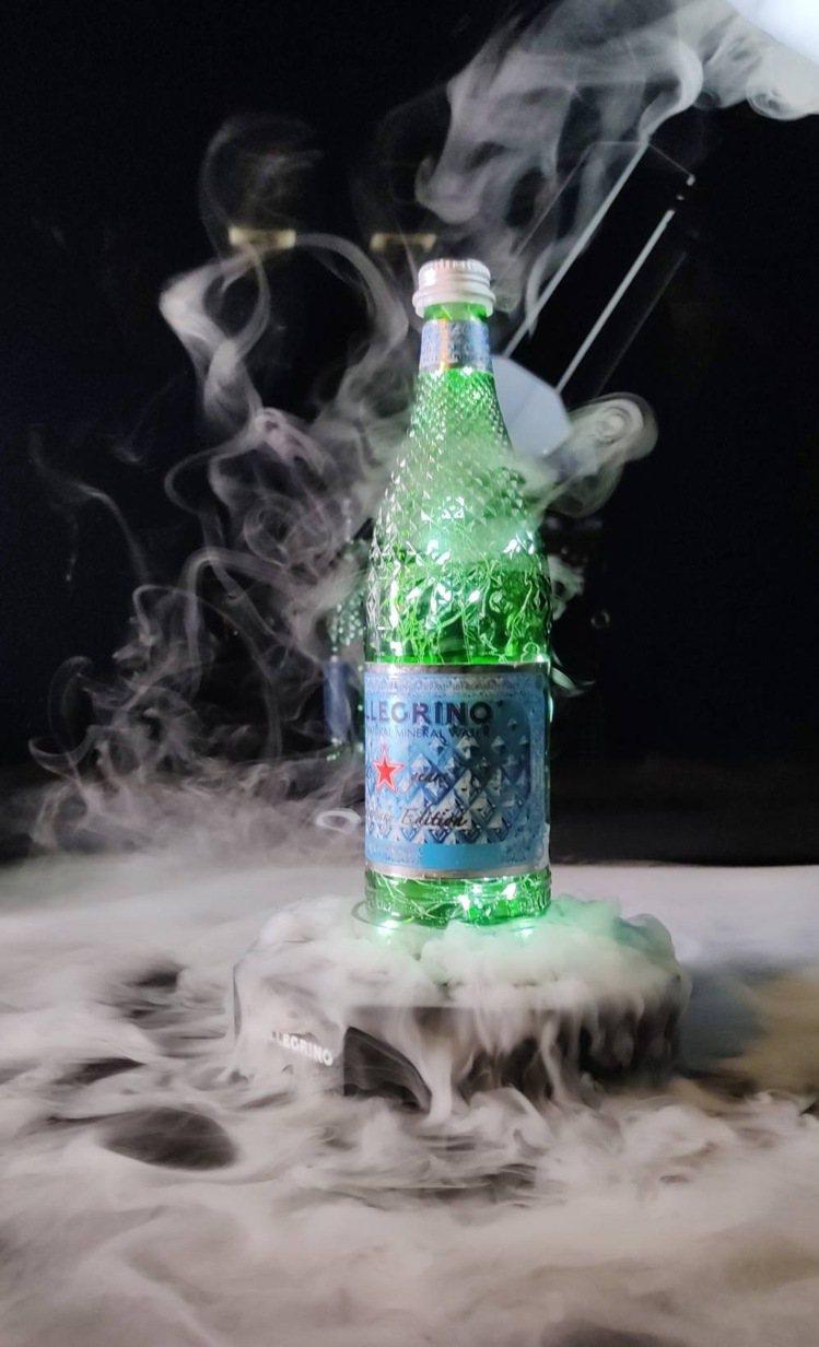 聖沛黎洛120周年推出「鑽石瓶」。圖/聖沛黎洛提供