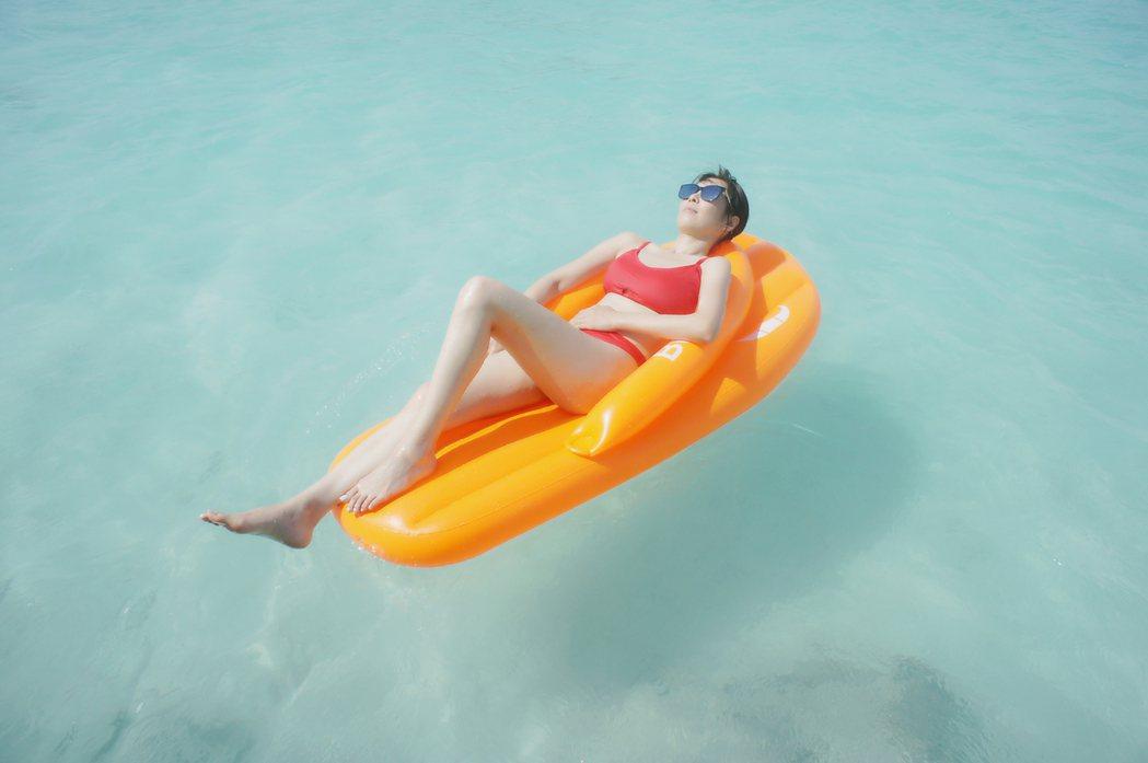 天心到馬爾地夫度假,難得大秀好身材。圖/福隆提供