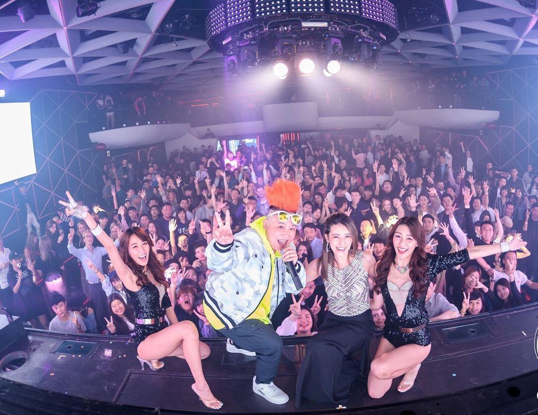 DJ Noodle(左2起)與Lara梁心頤日前在夜店舉辦新歌首放會。圖/OMN...