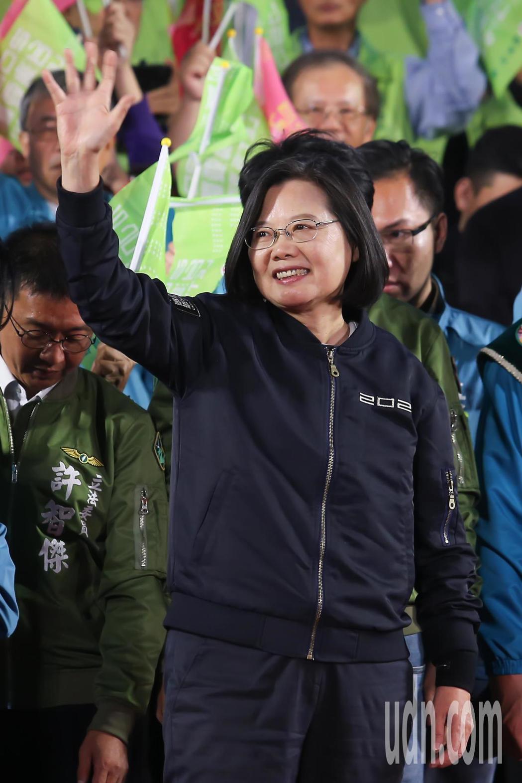 總統蔡英文壓軸登場,她表示,韓國瑜當選總統,中國政府最高興,台灣會一步步香港化。...