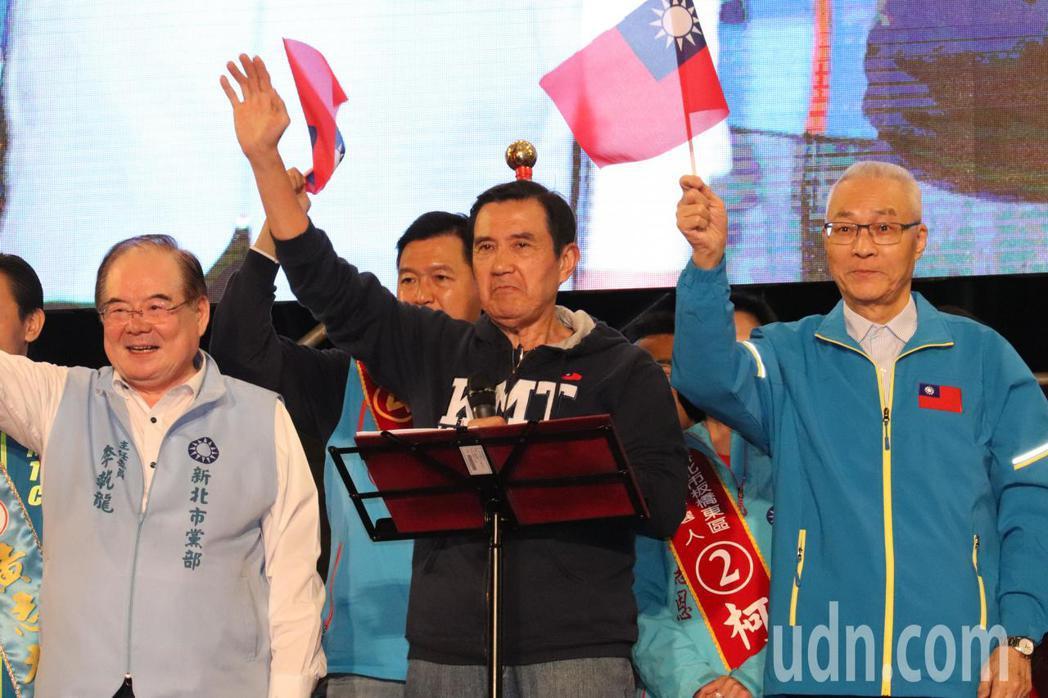 前總統馬英九(左二)批評民進黨用多數暴力打擊反對黨,又強行通過反滲透法,邦交國斷...