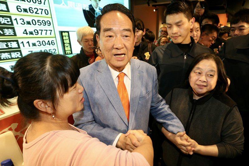 親民黨總統候選人宋楚瑜(中)。記者林伯東/攝影