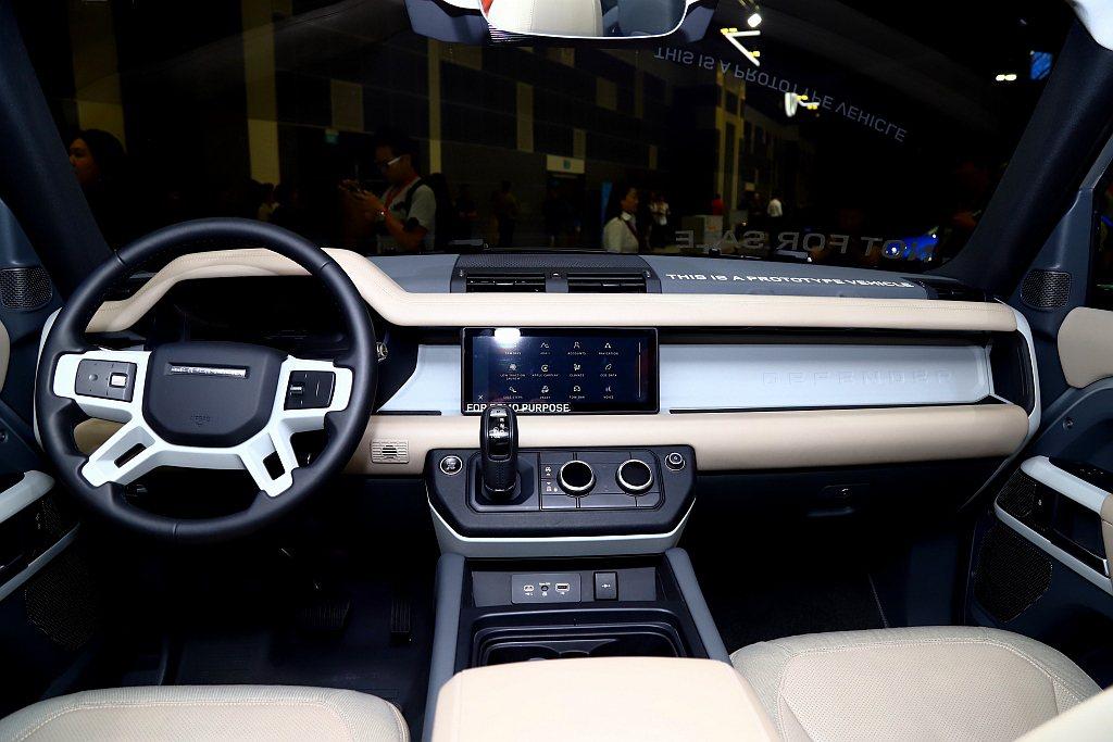 新世代Land Rover Defender導入許多品牌最新技術,以及更科技化的...