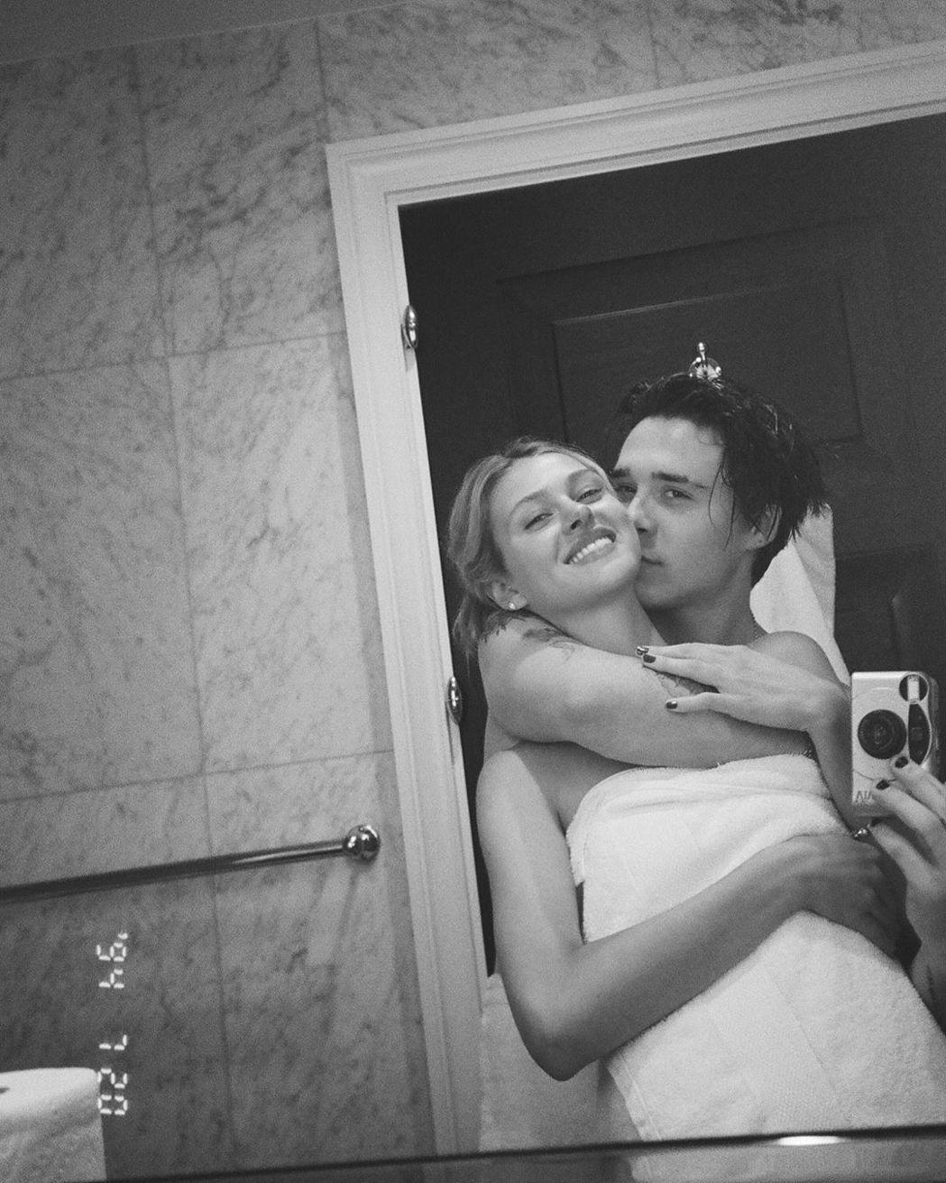 布魯克林貝克漢與妮可拉佩茲動作親密,高調認愛。圖/摘自Instagram