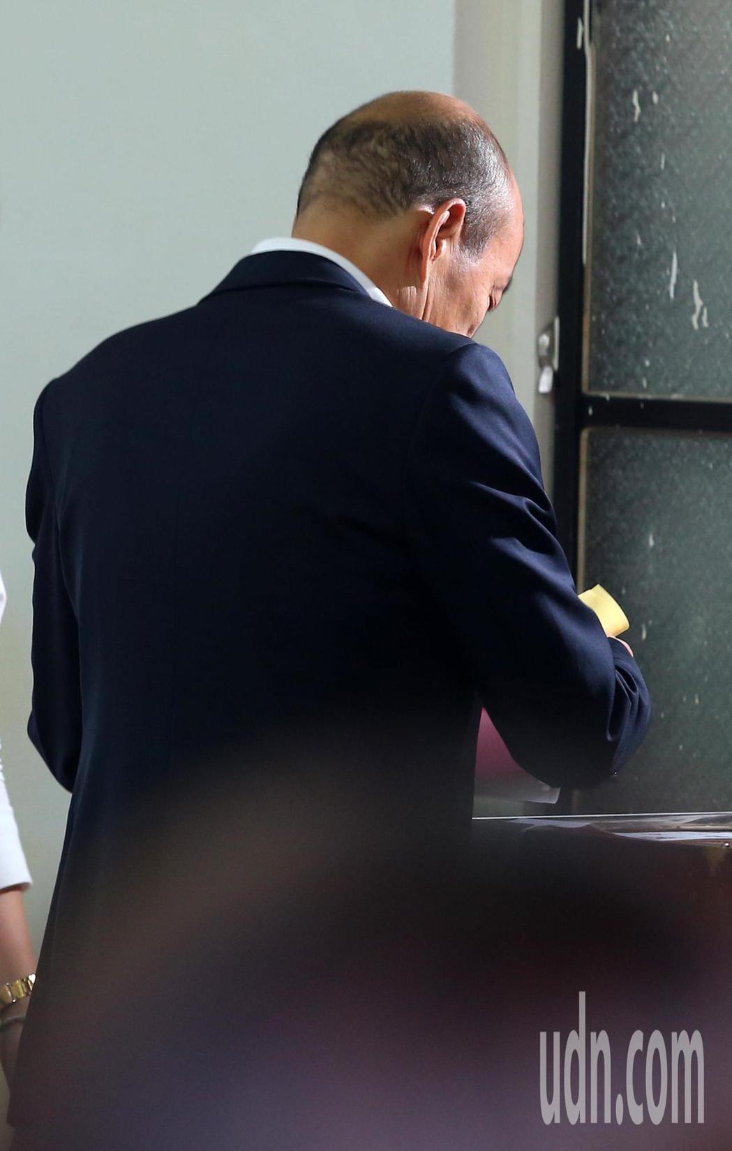 韓國瑜上午到高雄林園投下神聖的一票。記者林澔一/攝影