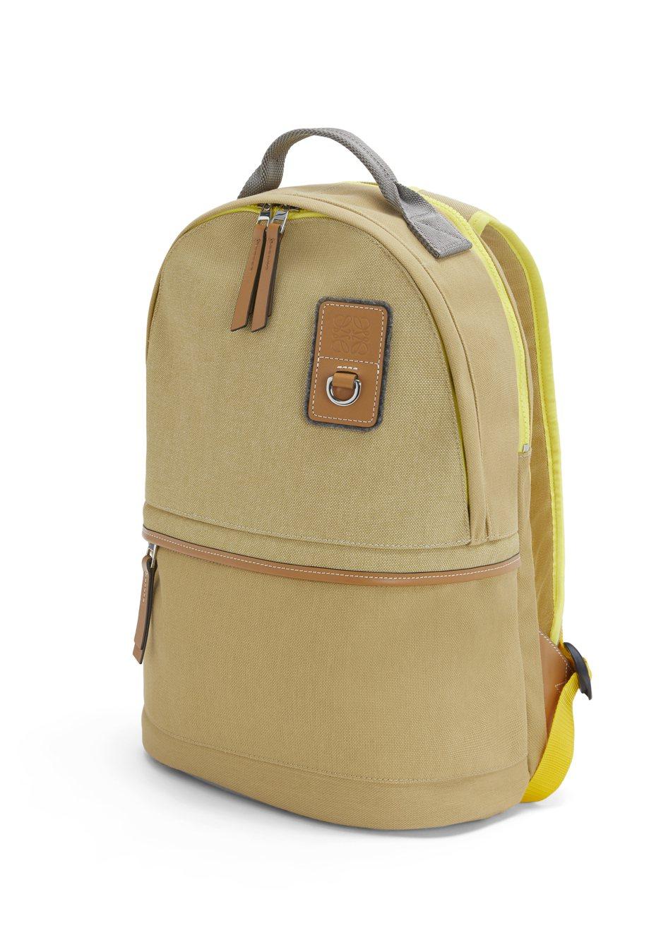 後背包(小),售價39,000元。圖/LOEWE提供