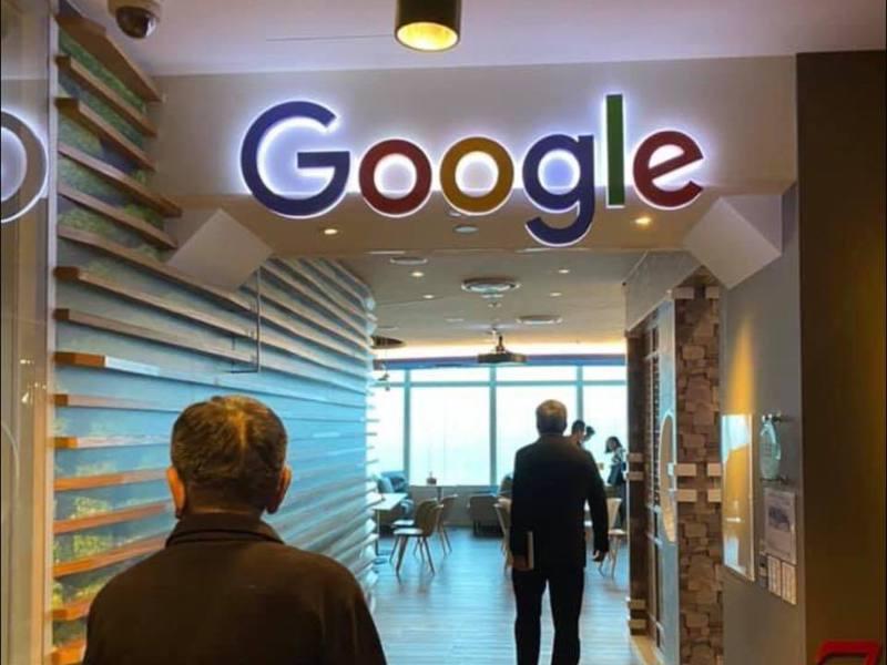 謝金河參訪101大樓Google的台北總部。取自謝金河臉書