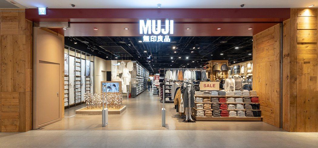 MUJI無印良品台北松山車站門市開幕,達成全台50家店鋪的里程碑。圖/無印良品提...