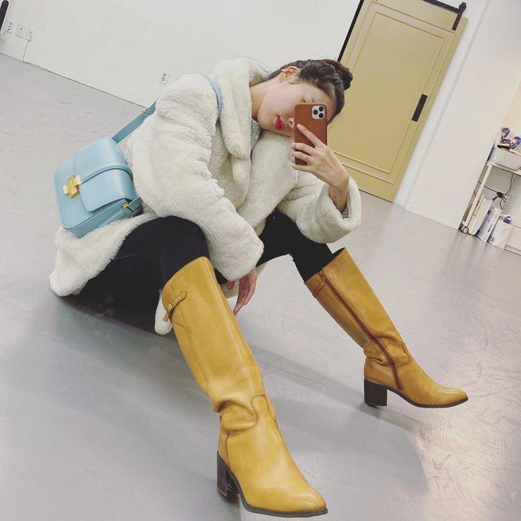 炫雅搭配N°21 Lolita Bag。圖/取自IG