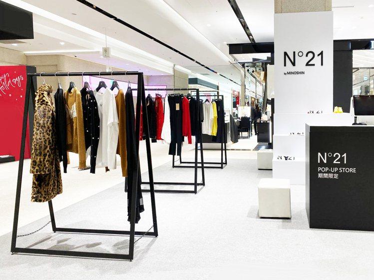 遠百信義A13一樓N°21快閃店,展示春夏系列新品。圖/MINOSHIN提供