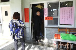 越南外配蓋錯章撕票還要求換新 選務人員全傻了
