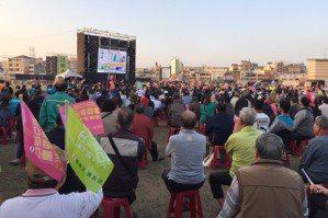 蔡英文高雄競總前聚集上千人看開票 英粉:小英凍蒜