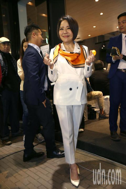 親民黨競選總部發言人于美人今天是擔任發言人的最後一天,呼籲台灣要珍惜民主自由投票的權利,她表示非常榮幸可以參與這個歷史的一刻,親民黨總統候選人宋楚瑜是台灣在近30年整個民主進化過程當中最美麗的側影,...