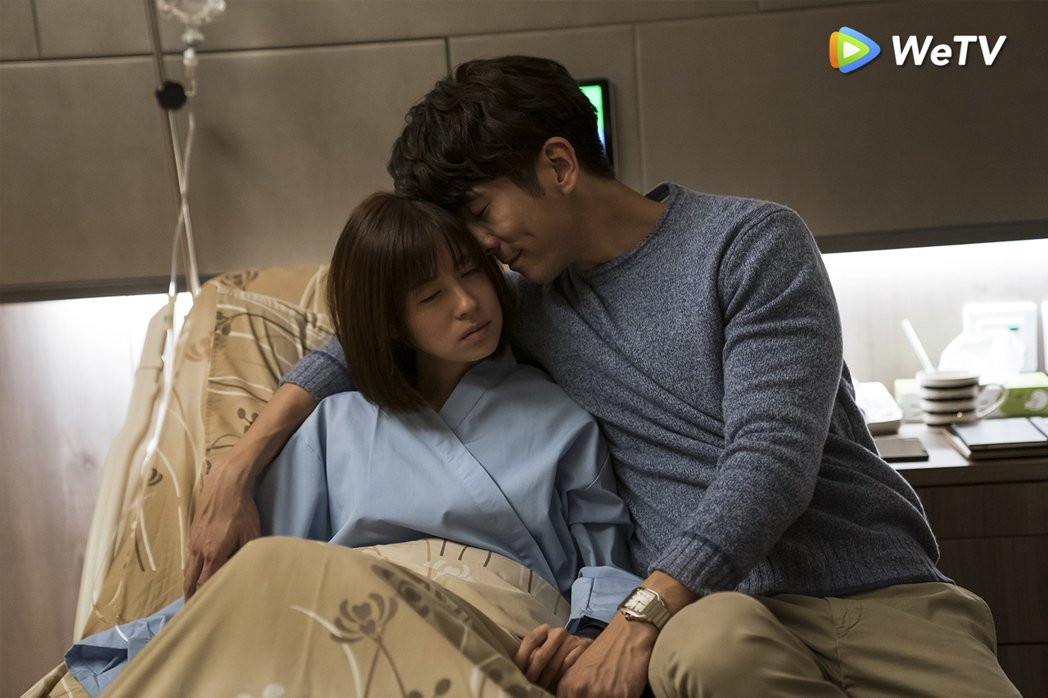 林予晞(左)與修杰楷在「天堂的微笑」中飾演超完美夫妻。圖/WeTV提供