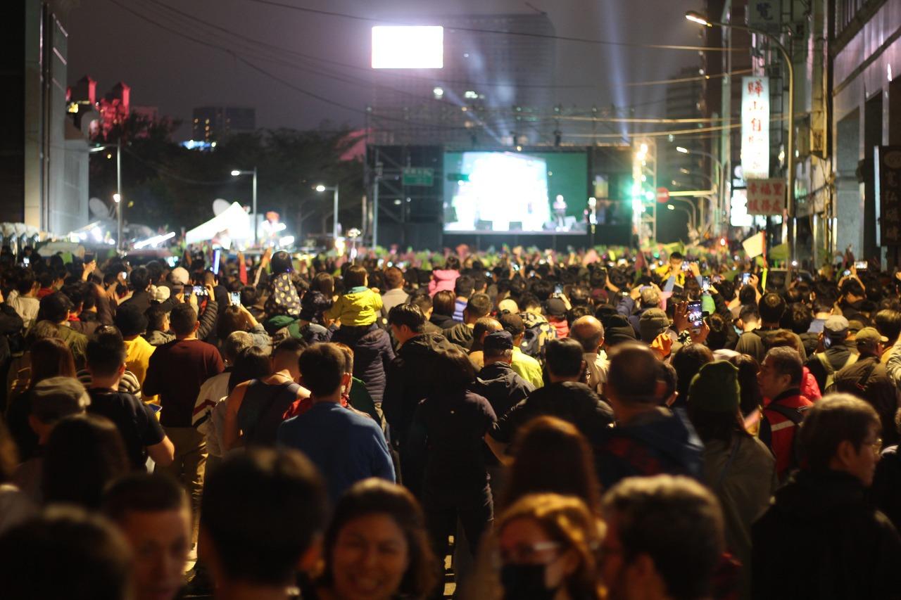 一路領先 民進黨中央前支持者情緒高漲 塞爆北平東路