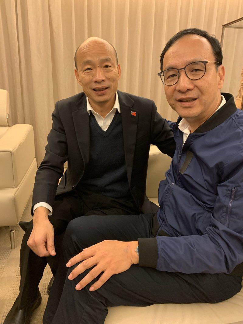 朱立倫(右)南下幫韓國瑜(左)打氣。圖/讀者提供