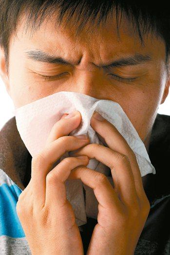 許多過敏性鼻炎或鼻息肉患者往往很難發現自己罹病,會誤以為得了一般感冒,因此不少患...