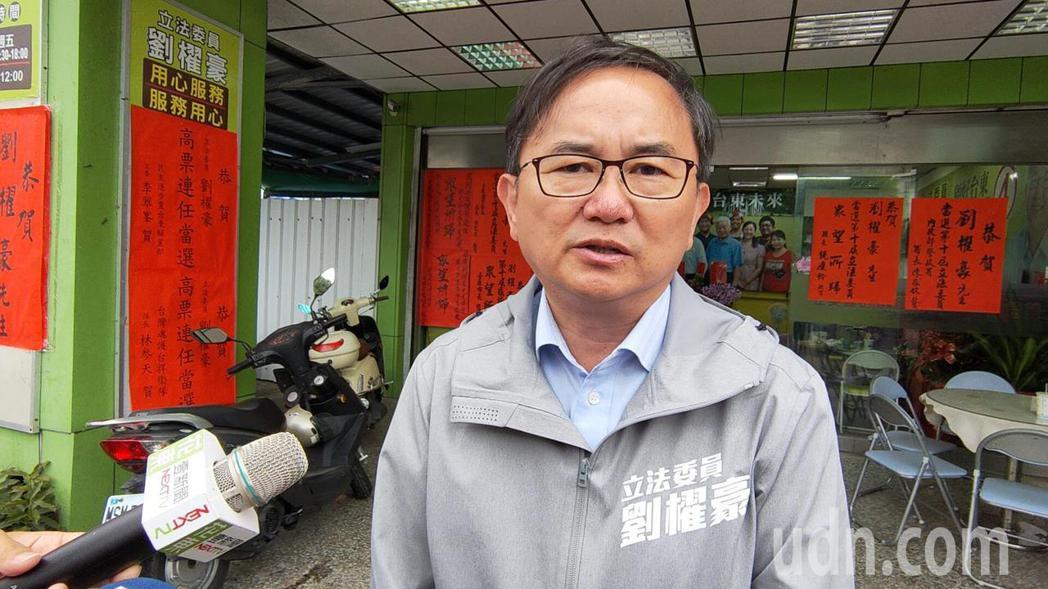 成功連任的民進黨籍台東區域立委劉櫂豪今天上午表示,一定努力兌現競選政見,包括加速...