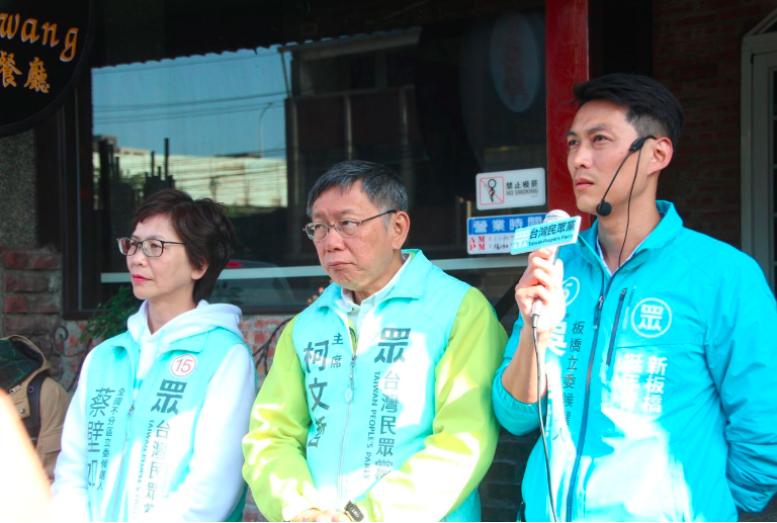 台北市長、民眾黨主席柯文哲(中)、民眾黨不分區立委當選人蔡壁如。記者魏翊庭/攝影