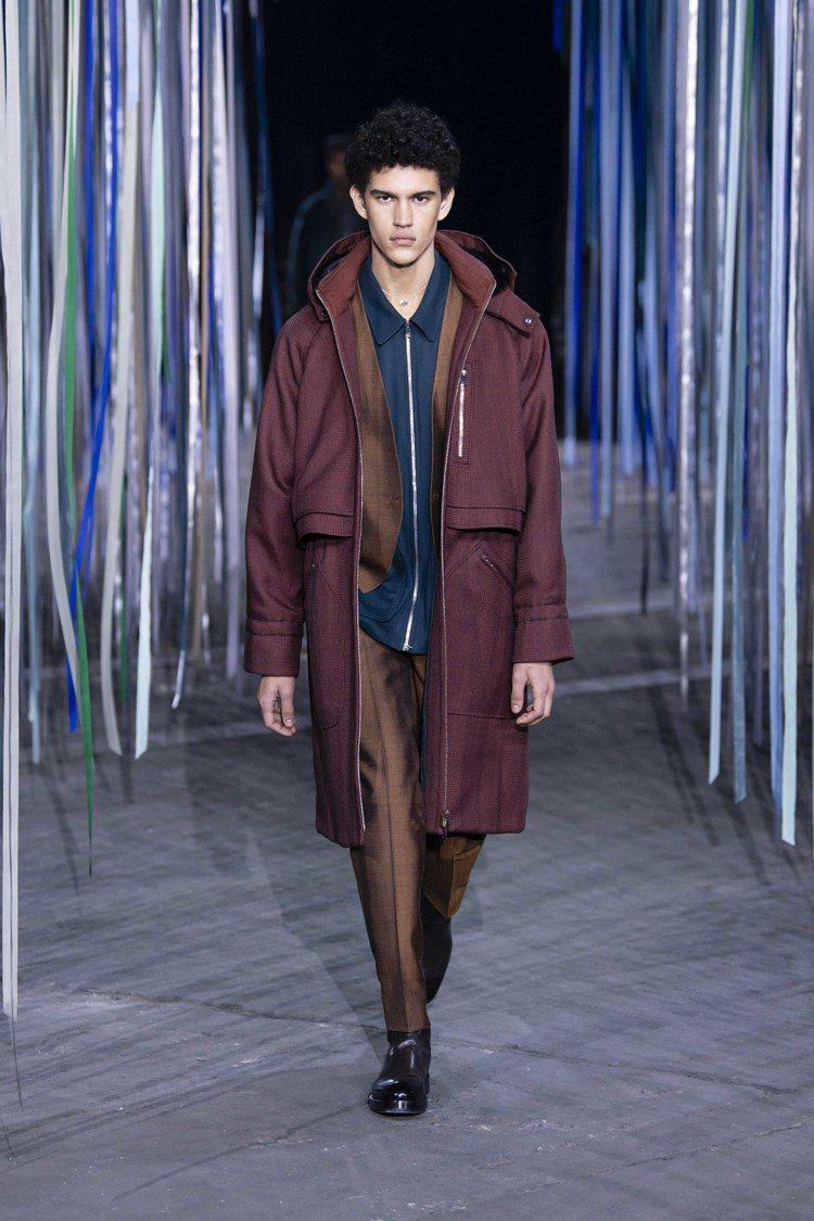 外套與派克大衣的結合款式,是Ermenegildo Zegna XXX 2020...