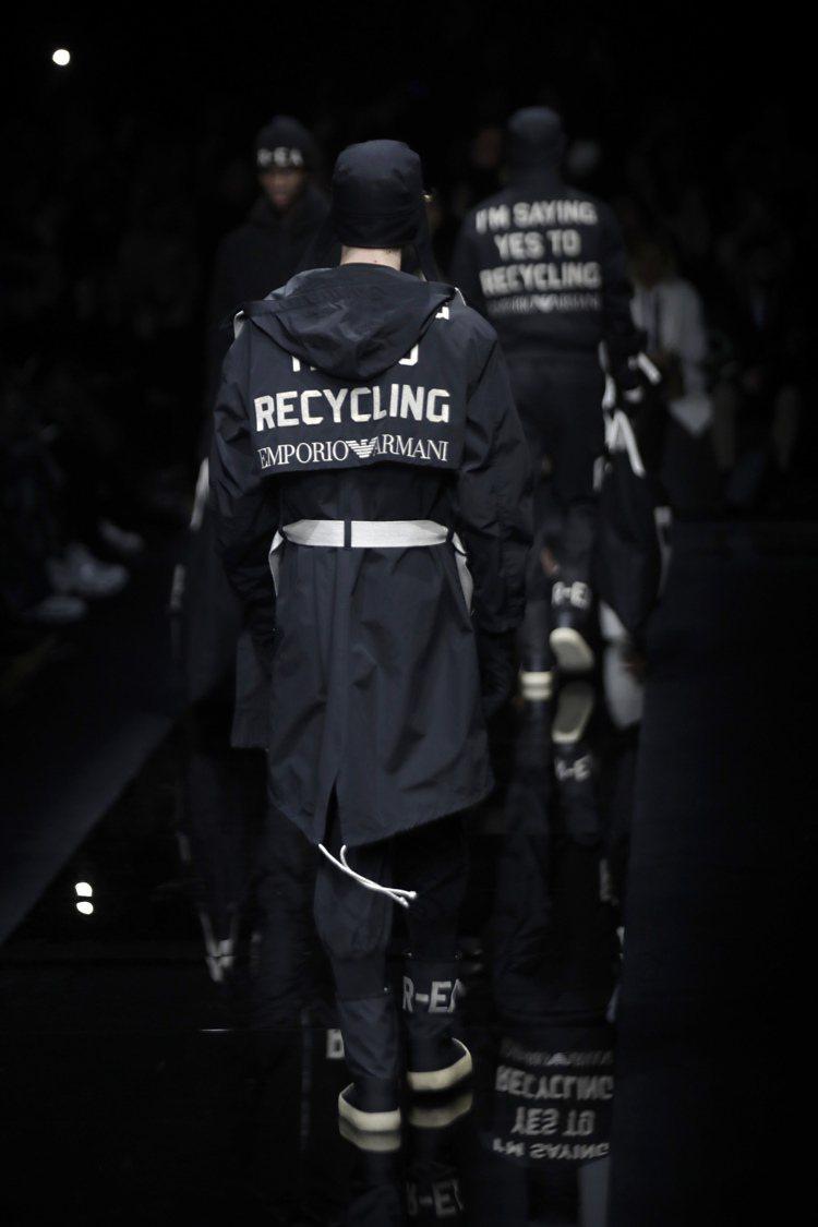 擁抱環保議題,Emporio Armani秋冬系列在外套上印製了「I Am Sa...