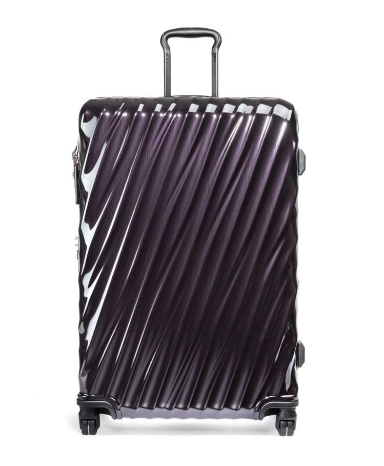 TUMI黑莓色29吋19Degree PC行李箱32,800元。圖/TUMI提供