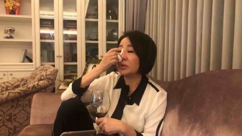 于美人在直播中忍不住掉淚。圖/摘自臉書(  ※ 提醒您:禁止酒駕 飲酒過量有礙健