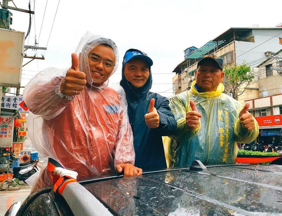 國民黨新北第一選區立委當選人洪孟楷(左)今展開謝票行程。圖/翻攝洪孟楷臉書