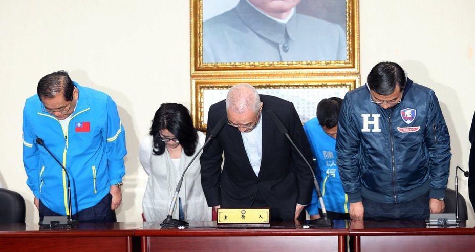 國民黨2020選戰大敗,吳敦義(右二)昨率一級主管宣布請辭,交下周中常會討論。本報資料照片