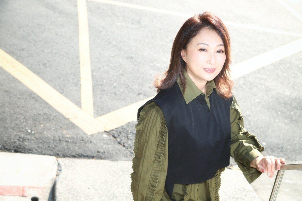 王瑞霞推出全新專輯「霞姐直播中」。記者陳立凱/攝影