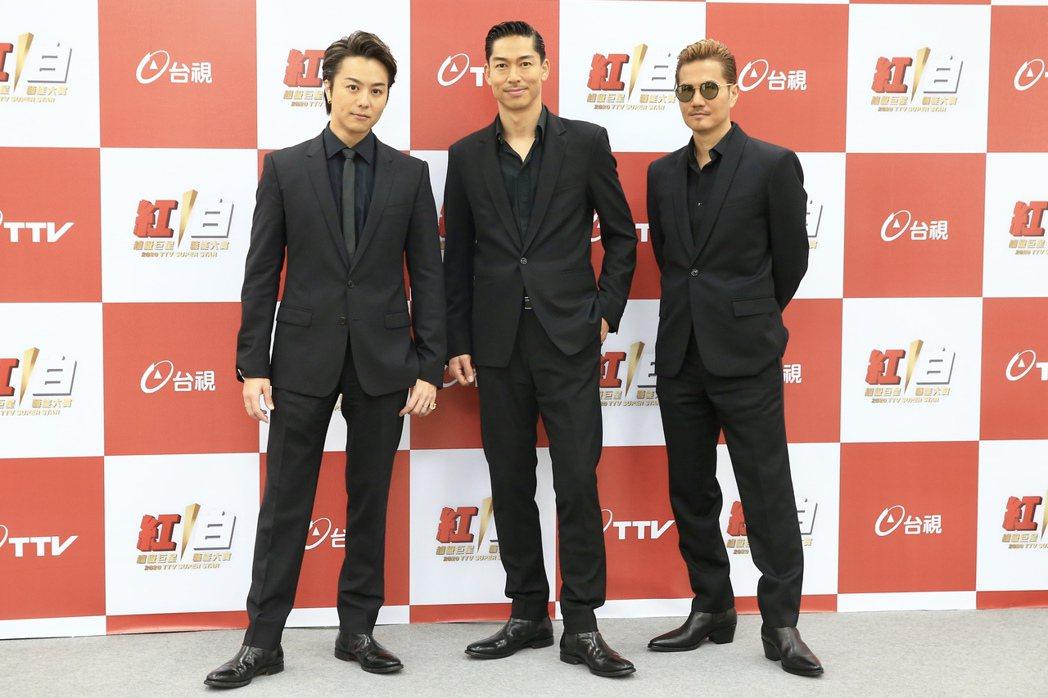 AKIRA和ATSUSHI、TAKAHIRO接受媒體訪問。記者林伯東/攝影