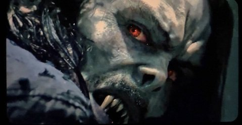 索尼影業將於今年7月推出最新超級英雄電影「魔比斯」,近期在推特上流出劇照,該片同樣也是屬於「蜘蛛人」系列的外傳電影,與「猛毒」一脈相承,「魔比斯」天才絕頂,卻因為患有罕見的血液病,曾試圖利用吸血蝙蝠...