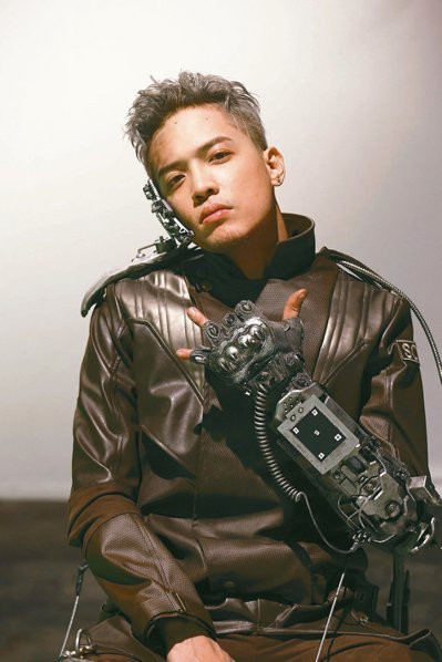 J.Sheon拍新歌「囚」MV。 圖/索尼提供