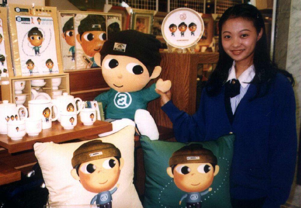 2000年大選,扁帽系列商品買氣旺。圖/聯合報系資料照片