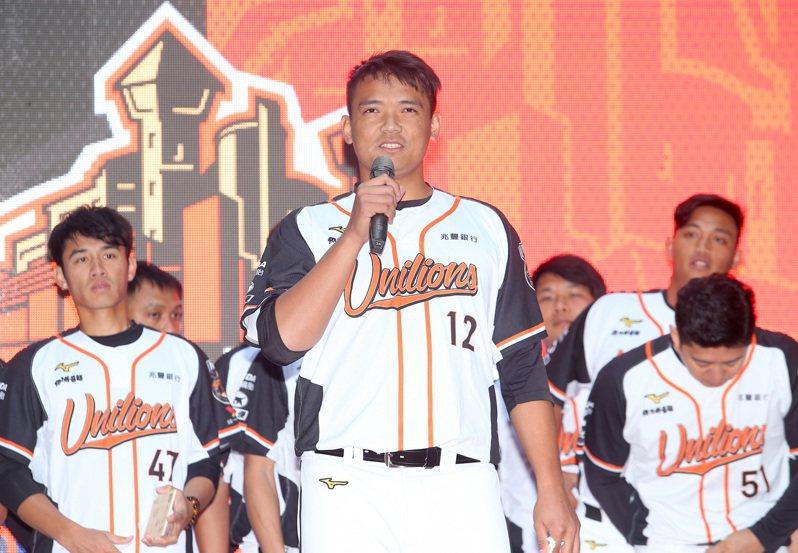 統一獅春訓昨天開訓,陳韻文(前)說出自己新球季期許。記者余承翰/攝影 余承翰