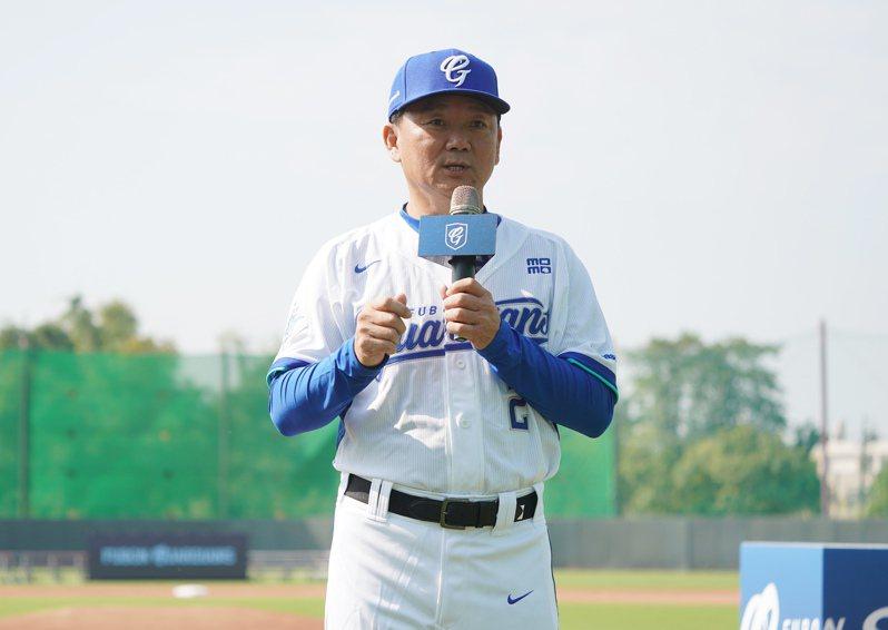 洪一中教練在開訓時致辭。 富邦悍將棒球隊提供